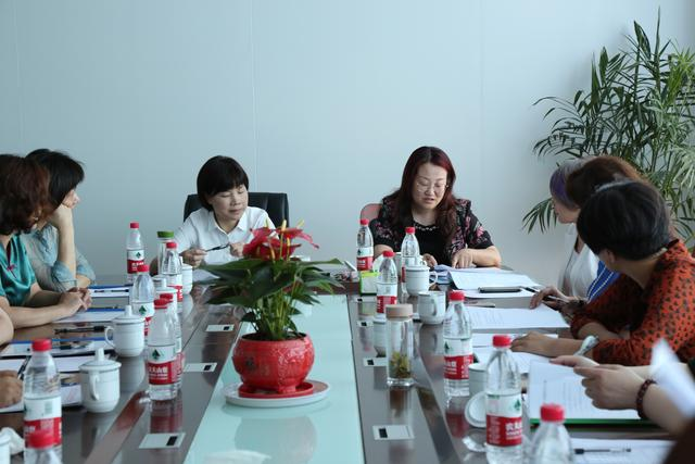 The first meeting of the third president of the Anqing Women Entrepreneurs Association and the unveiling ceremony of the association was successfully held.