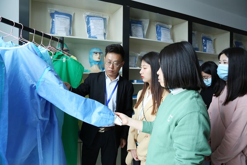 Teachers and students from Tongling College came to Medpurest to visit and study